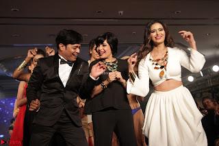 Meenakshi Dixit Walks the Ramp At Designer Nidhi Munim Summer Collection Fashion Week (13).JPG