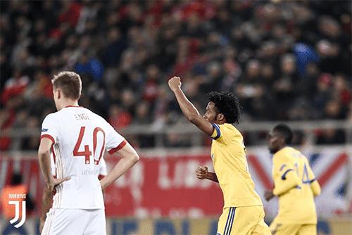 Juan Cuadrado mencetak gol pertama Juventus ke gawang Olympiakos di menit ke-15