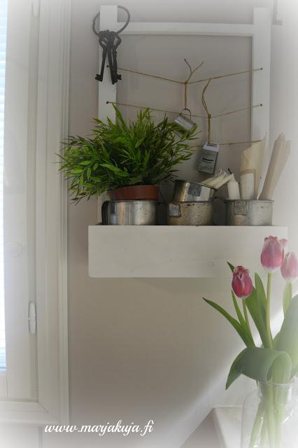 tulppaanit keittion hylly