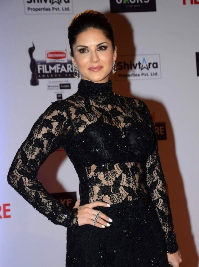 Sunny Leone Photos In Black Transparent Dress At Filmfare Awards