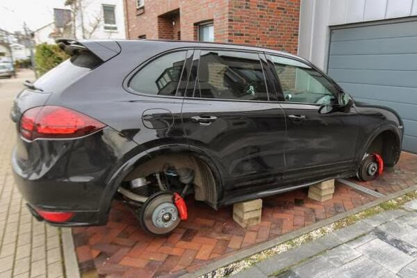Borussia Dortmund striker Robert Lewandowski has all four of his Porsche wheels stolen at his house [Picture]