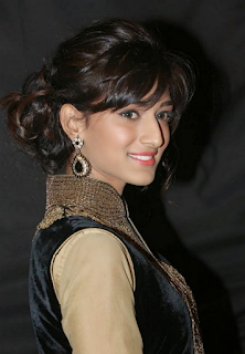 Most Popular Celebrities Erica Fernandes HD Wallpapers2.png