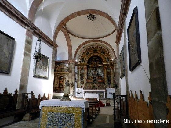 Interior de la iglesia del Convento de Santa Cruz de Buçaco, Portugal