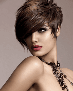 Gaya pixie untuk model rambut tipis