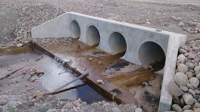 Construcción de alcantarilla tubular en carreteras