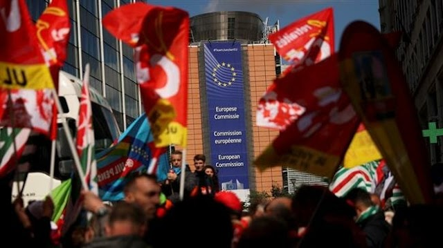 Thousands protest in Brussels to demand better working conditions for employees in EU