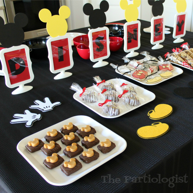 cute disney party table