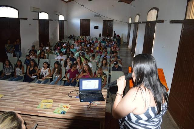 Em Piranhas, Secretaria de Saúde realiza palestra para adolescentes sobre a campanha setembro amarelo