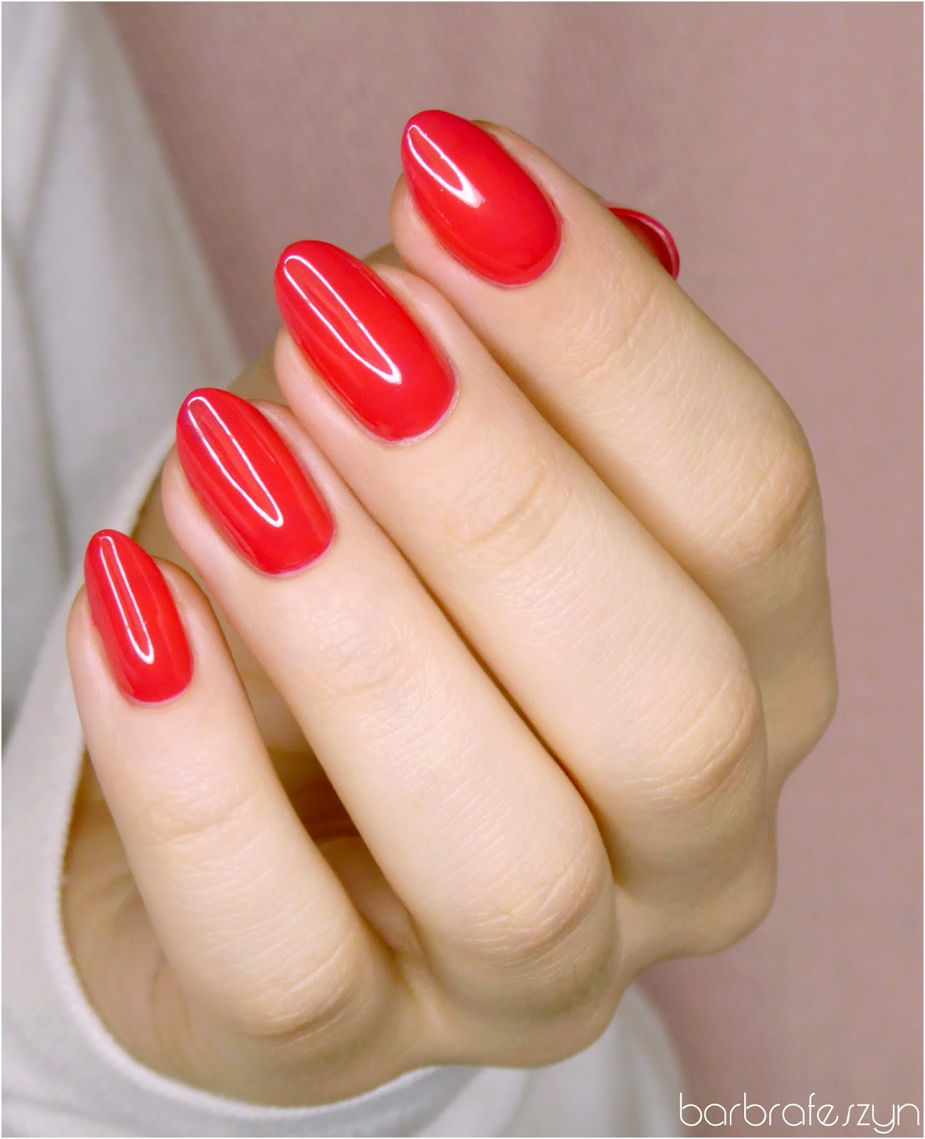 Neon red nails (unfortunately to glaring for me) : RedditLaqueristas