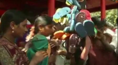 मंदिर में माता को चढ़ाते हैं चप्पल की माला, मुसलमान है पुजारी