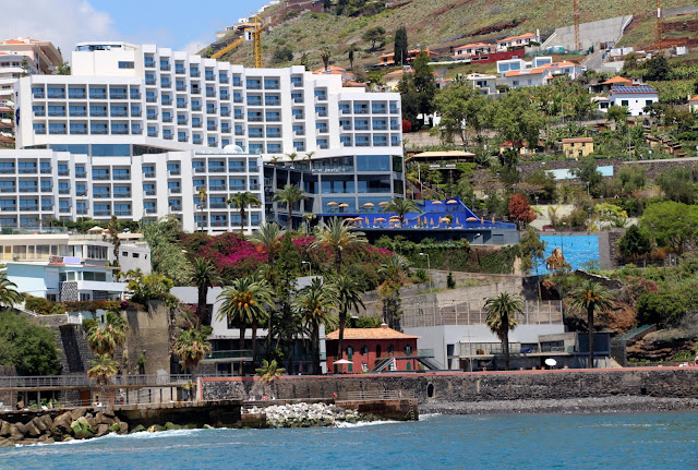 Clube Naval do Funchal and hotel Baía Azul