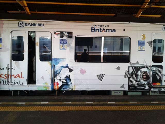 Kereta Indonesia Semakin Tahu Cara Menghasilkan Uang Dengan Menyediakan Space Pemasangan Iklan.