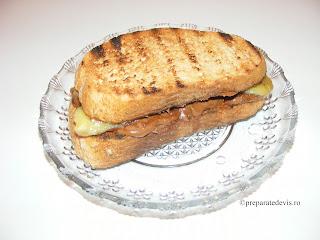 Sandwich cald cu banane si ciocolata retete culinare,