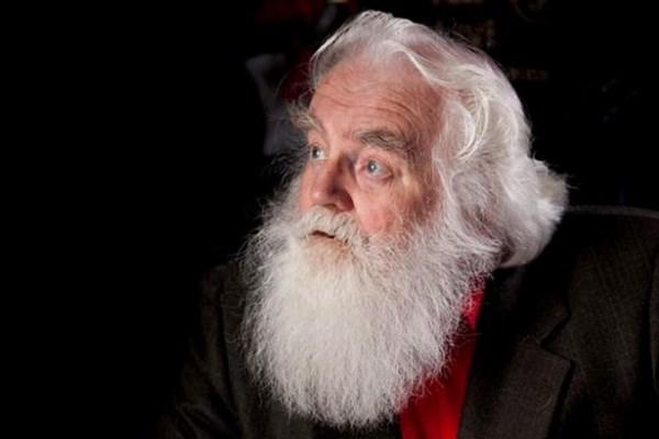 Αυτός είναι ο «Έλληνας» Άγιος Βασίλης που αντί για δώρα φέρνει την καλοχρονιά