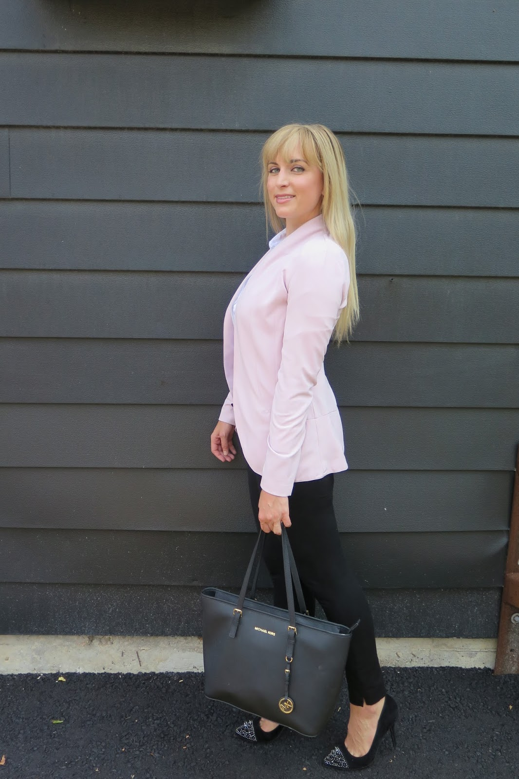 how-to-wear-pink-at-work