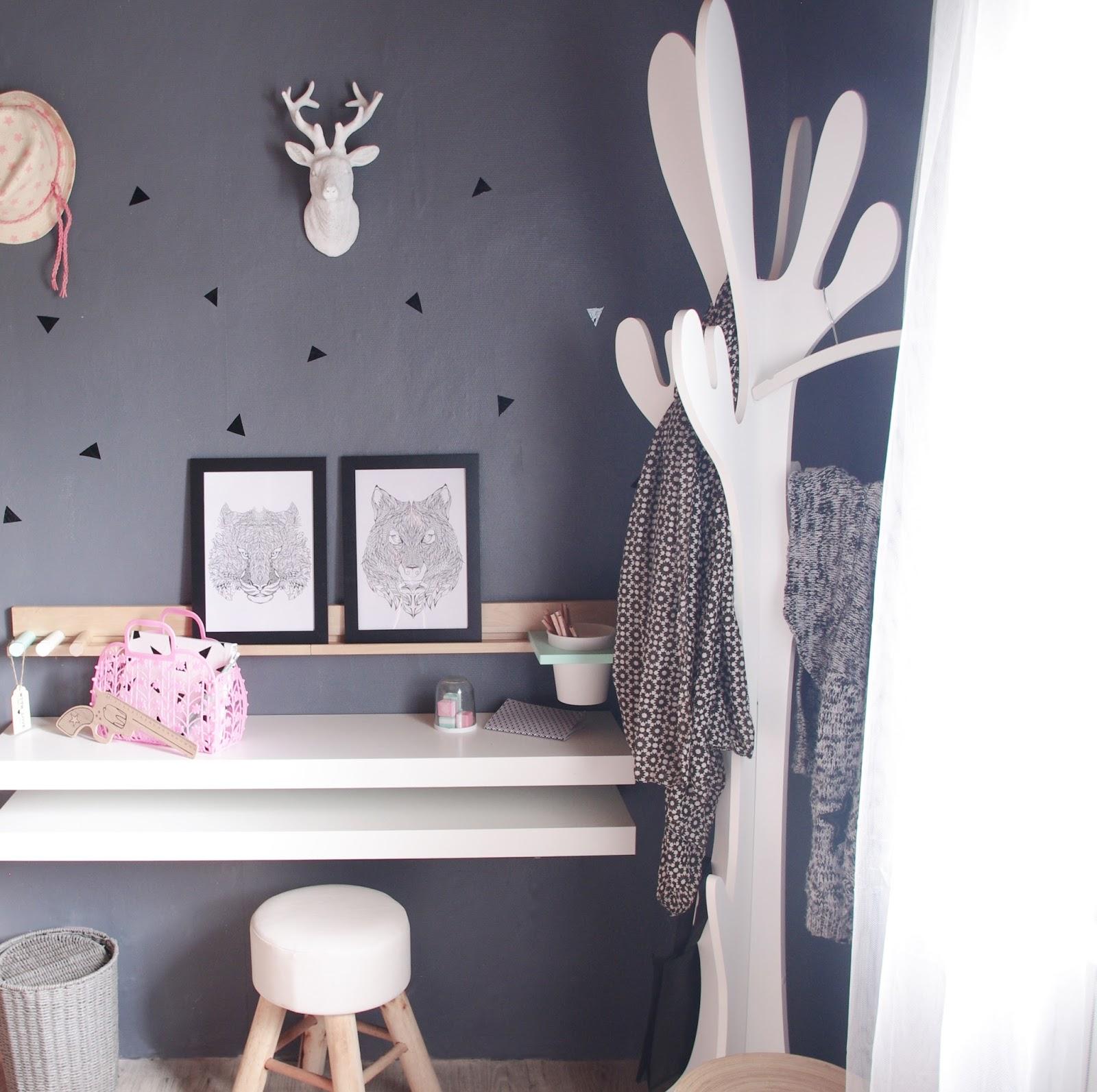 son coin bureau chez cette fille. Black Bedroom Furniture Sets. Home Design Ideas