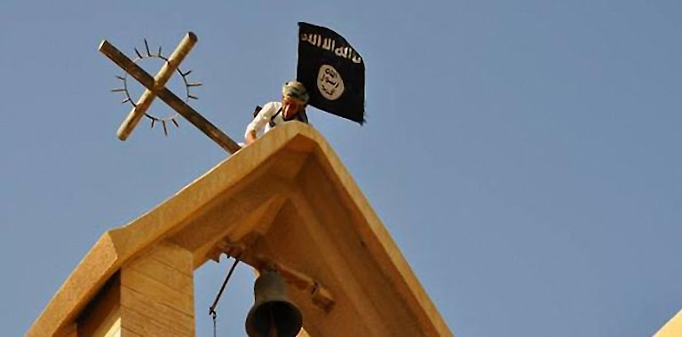 Mosul: adeptos do Corão tiraram cruzes e substituiram por bandeiras negras do fanatismo islâmico