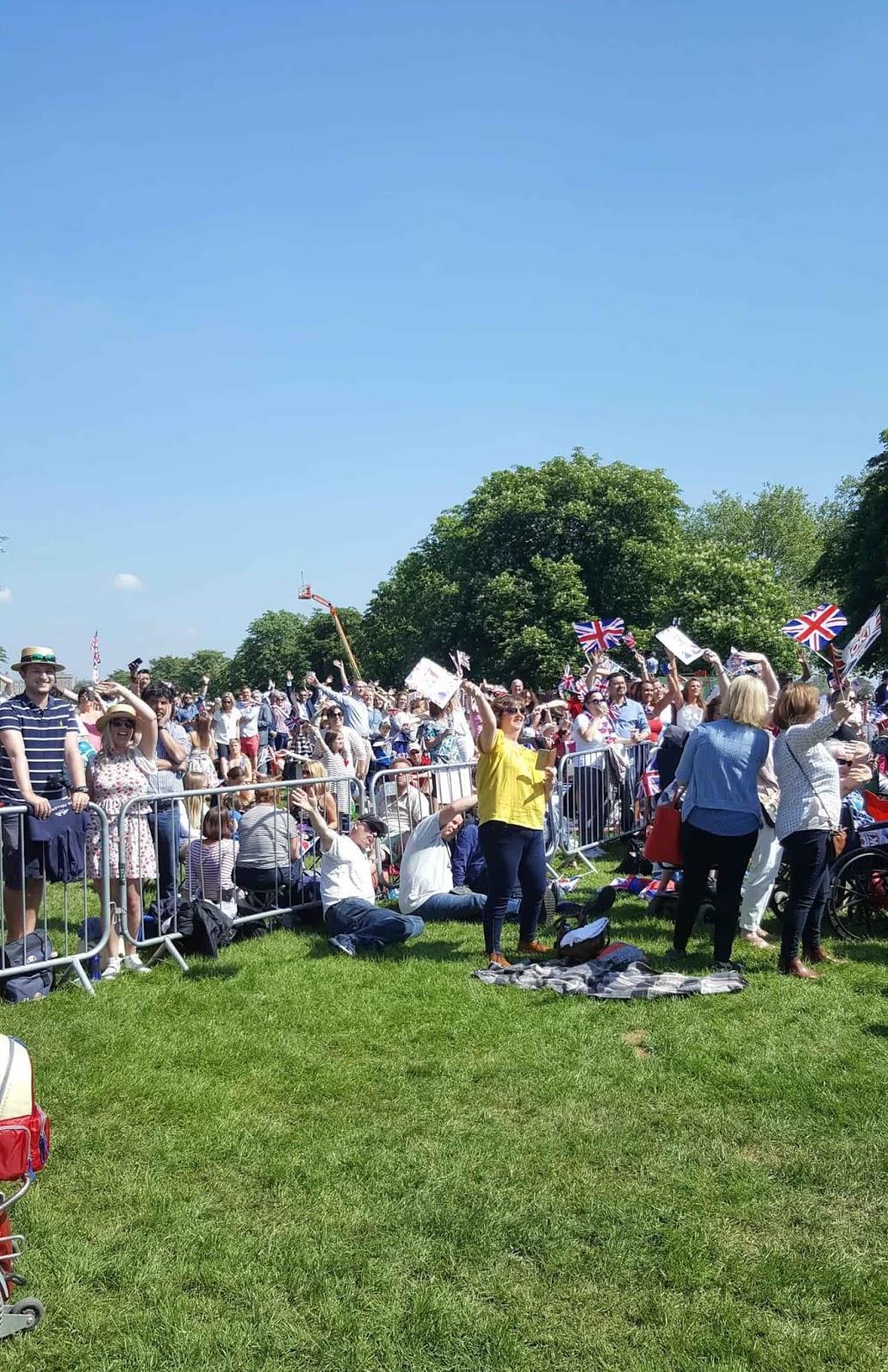 les drapeaux anglais s'agitent au royal wedding par woody beauty