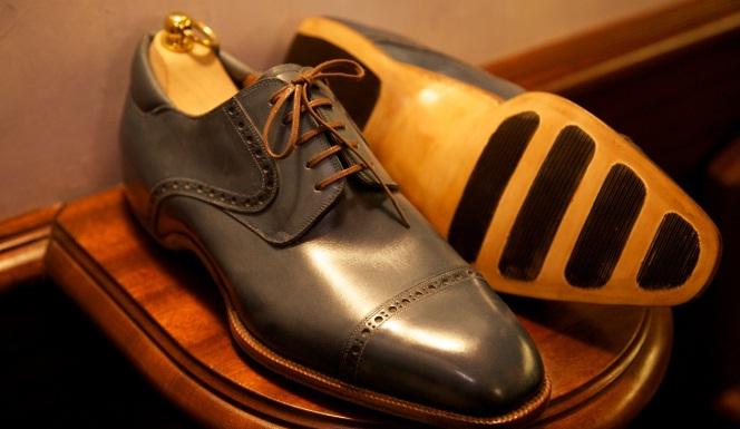 Sepatu Termahal di Dunia, Setara Harga Mobil Sport Gan!!