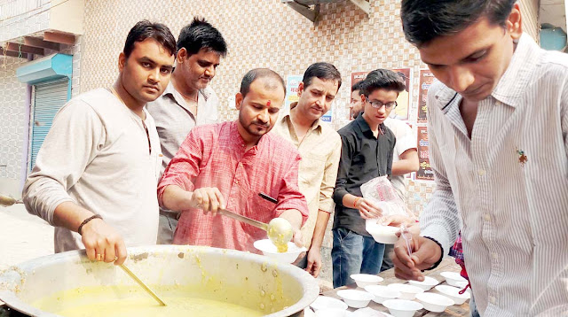 Distribution of Annakut Prasad on the occasion of Govardhan in Faridabad
