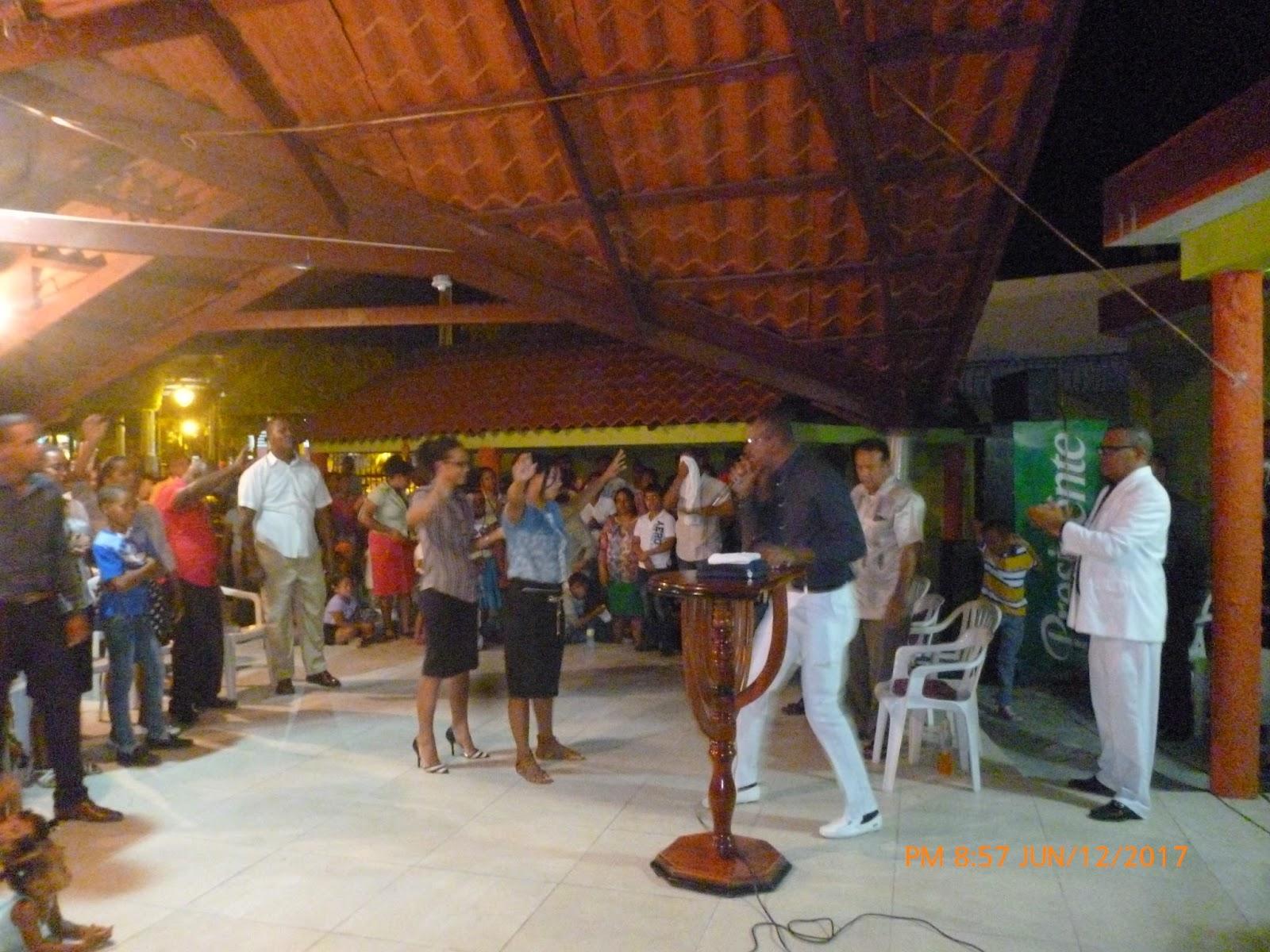 Evangélicos prenden el fuego de Dios en la Campiña de Barahona