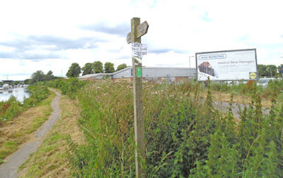 Public footpath beside the Old River Ancholme - picture on Nigel Fisher's Brigg Blog