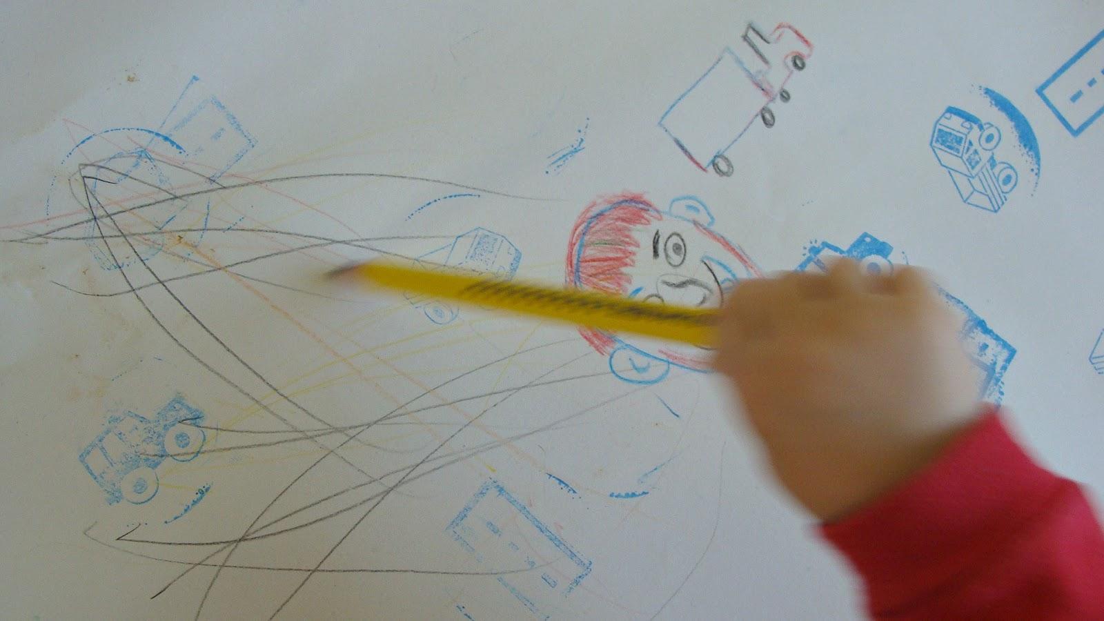 Kącik twórczy dla małego dziecka, malowanie, tworzenie, rysowanie