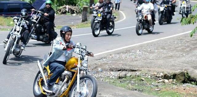 Harga BBM Naik, Jokowi Gali Kubur Sendiri