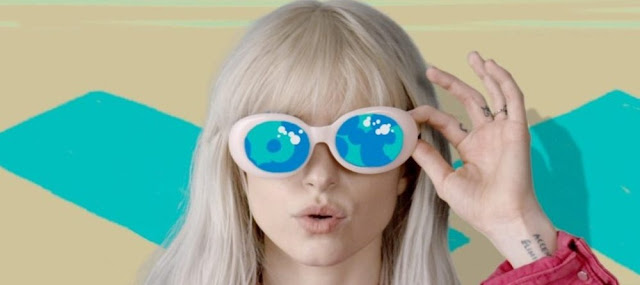 Video: Paramore - Hard Times