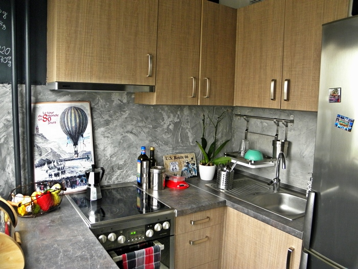 betonowa ściana w kuchni DIY | levelupstudio