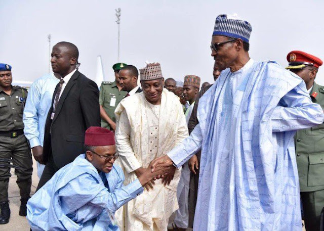 The presidency and the Kaduna State governor, Nasir El-Rufai has come under attack over a picture of him kneeling to greet President Muhammadu Buhari on Thursday.