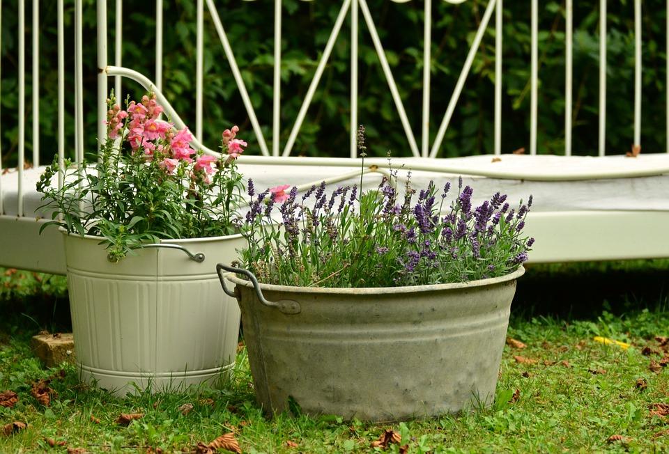 Die Blumentöpfe Sind Bequem Und Eine Perfekte Wahl Für Die Dekoration Nicht  Nur Im Garten Aber Auch ...