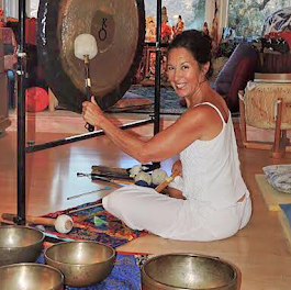 Diane Mandle, Founder of the Tibetan Bowl School and Sound Energy Healing