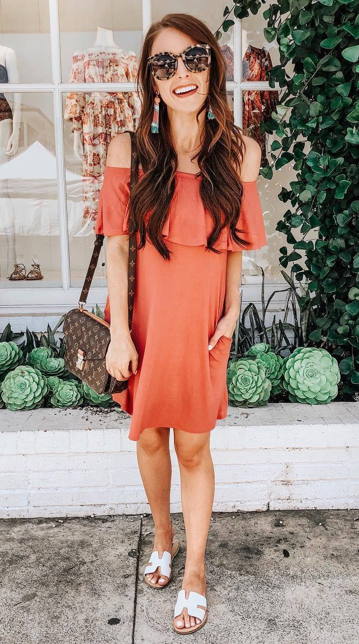 best outfit idea for this summer_ruffle dress + bag + slides