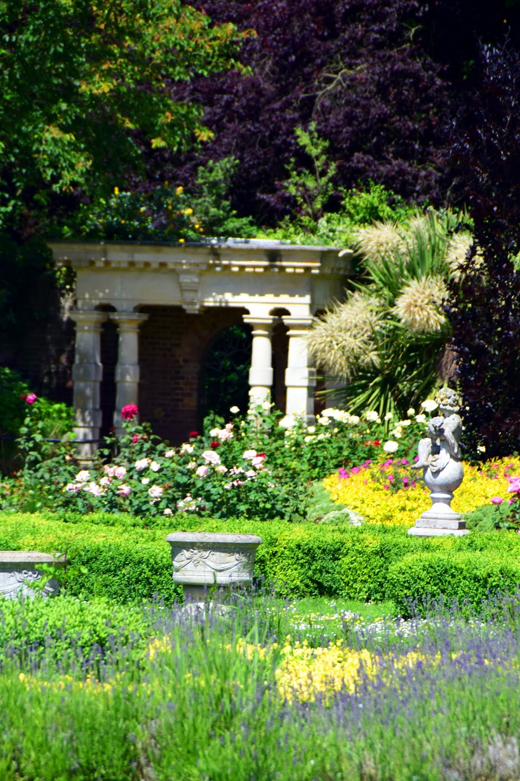 Enjoy your time with beautiful places: Sunbury Walled Garden