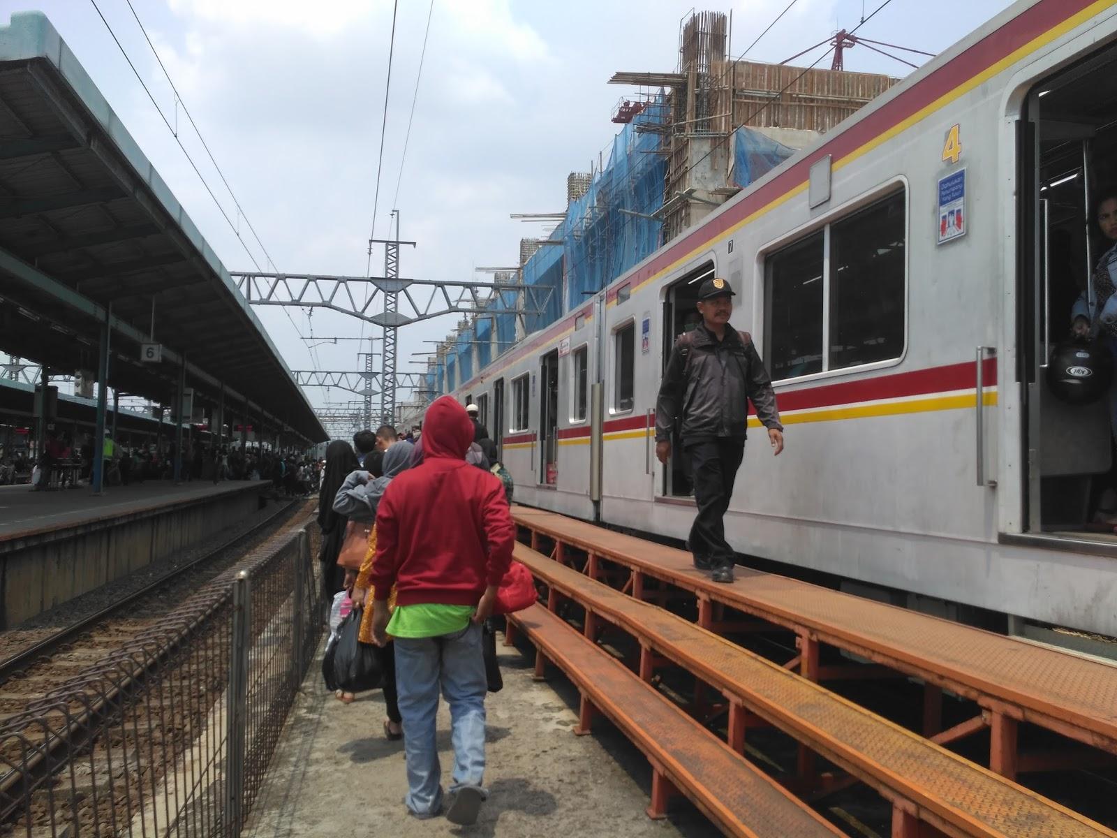 cara naik KRL commuter