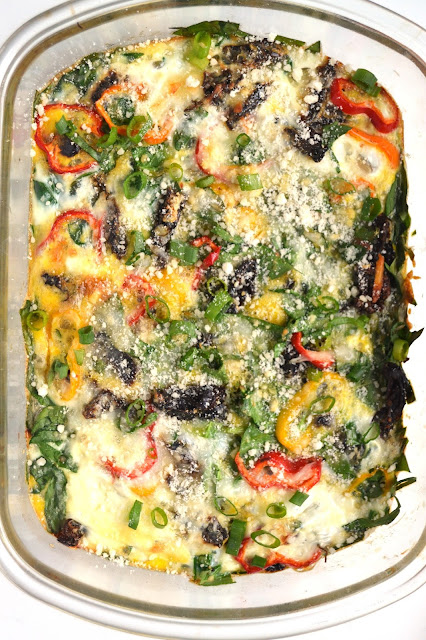 This spinach and bell pepper egg bake makes the perfect weekend breakfast or can be made ahead of time and reheated during the week. www.nutritionistreviews.com