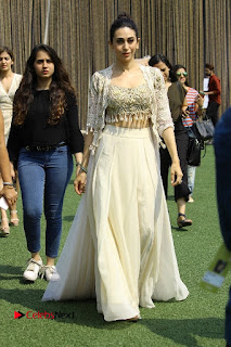 Actress Karishma Kapoor Walks For Arpita Mehta at LFW Summer 2017  0015.jpg