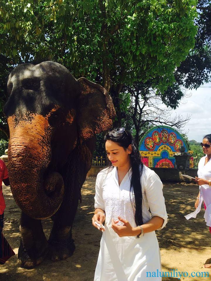 Janaki Wijerathne birthday Uduwe Dhammaloka Thero