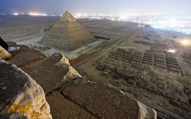 foto-yang-diambil-dari-puncak-piramid-secara-rahsia-8