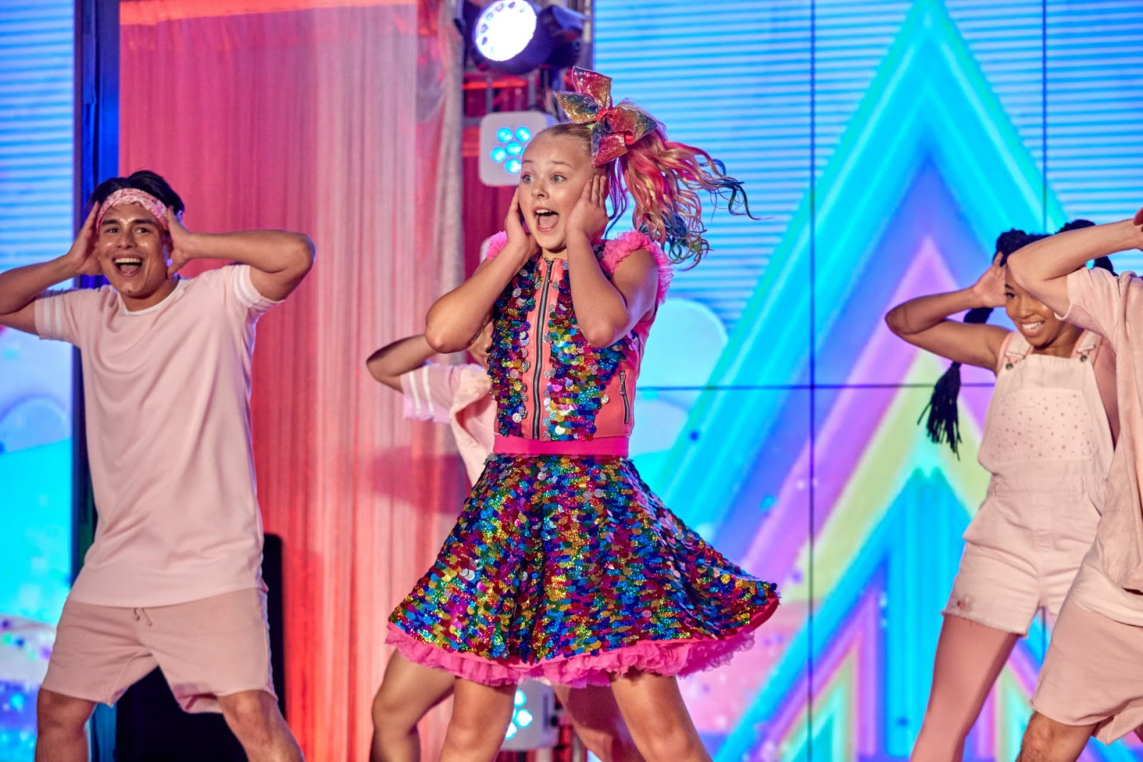 NickALive!  JoJo Siwa To Perform For The First-Ever Time In The UK ... 5c38abf47