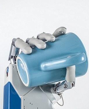 Revelado  primera mano biónica del mundo que permite a los pacientes   sentir  sensaciones está listo para ser trasplantado 93c8e8cd1335