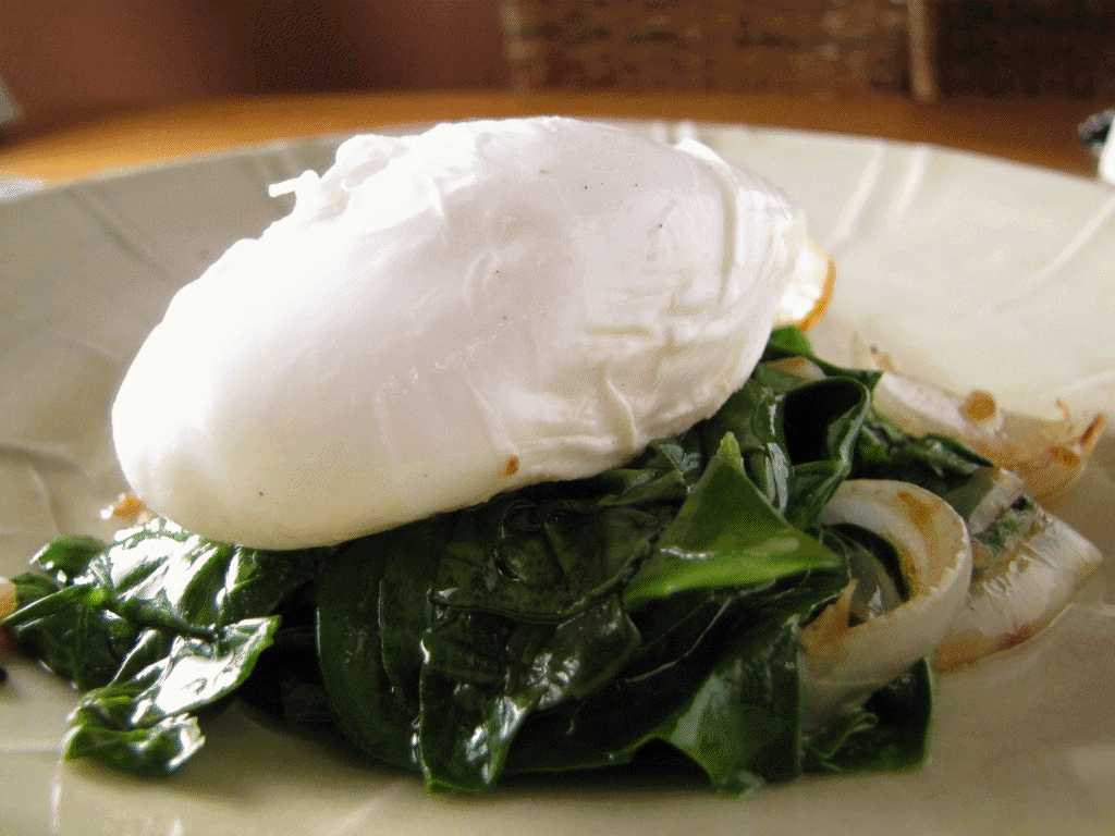 Paleo Spinach and Poached Eggs : Power Breakfast