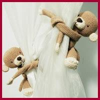Monos abrazacortinas