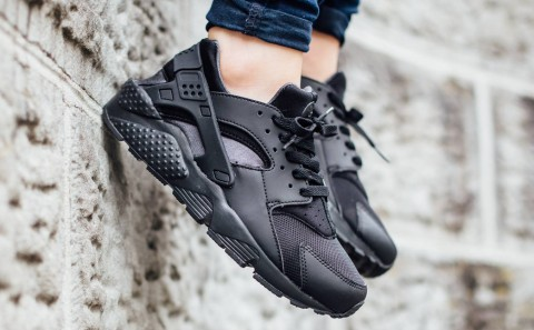 big sale 20f95 b675e The NIKE AIR HUARACHE TRIPLE BLACK editions and finished in the. Black    Black   Dark Anthracite colourway.
