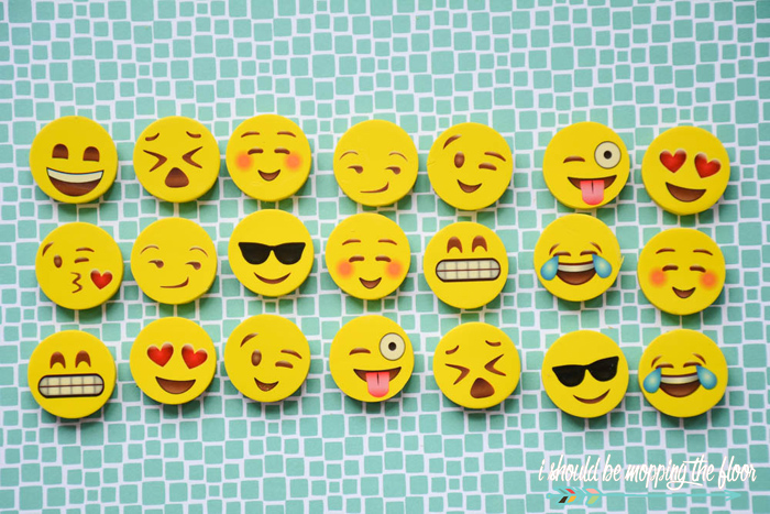 Free Printable Emoji Valentines | These free printable Valentines are perfect to pair with a pack of Emoji erasers for a fun pass-out!