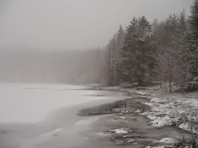 il lago Pranda in inverno con la neve