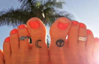 Μικροσκοπικά τατουάζ που μπορείς να κάνεις στα δάχτυλα των ποδιών σου