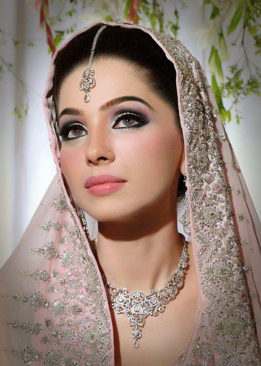 New Fashion Styles Stylish Pakistani Bridal Makeup 2013