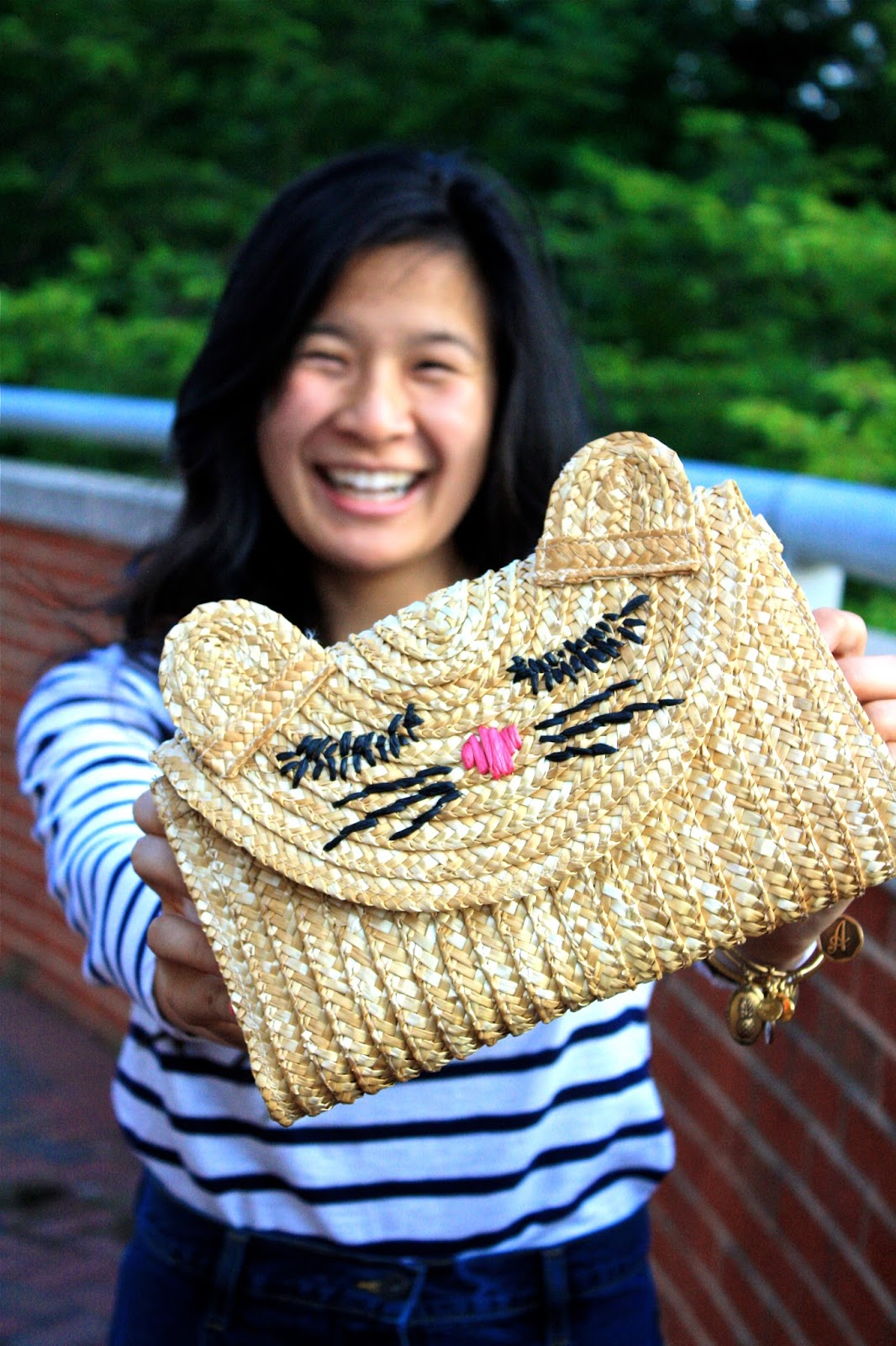Straw cat clutch